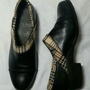 Ariat black leather clogs plaid trim. Sz 7.5